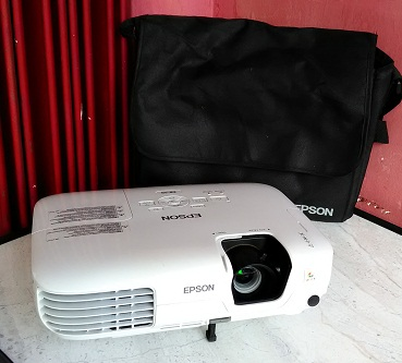 LCD Projector Epson EB-S9 Bekas, Mulus Normal